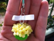 Flowers Cupcake on Cell Phone Strap, rilakkumashop.nl