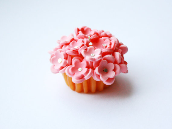 Flower cupcake earrings, rilakkumashop.nl