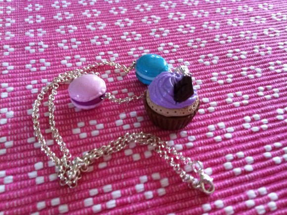 Beautiful Cupcake necklaces with two Macarons, rilakkumashop.nl